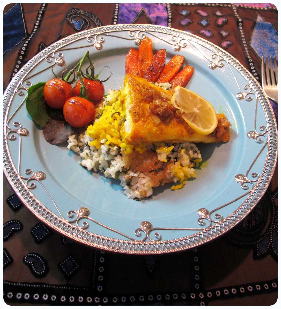 geräucherter Kräuterreis mit gebratenem Fisch (Sabzi polo ba mahi) - سبزی پلو با ماهی