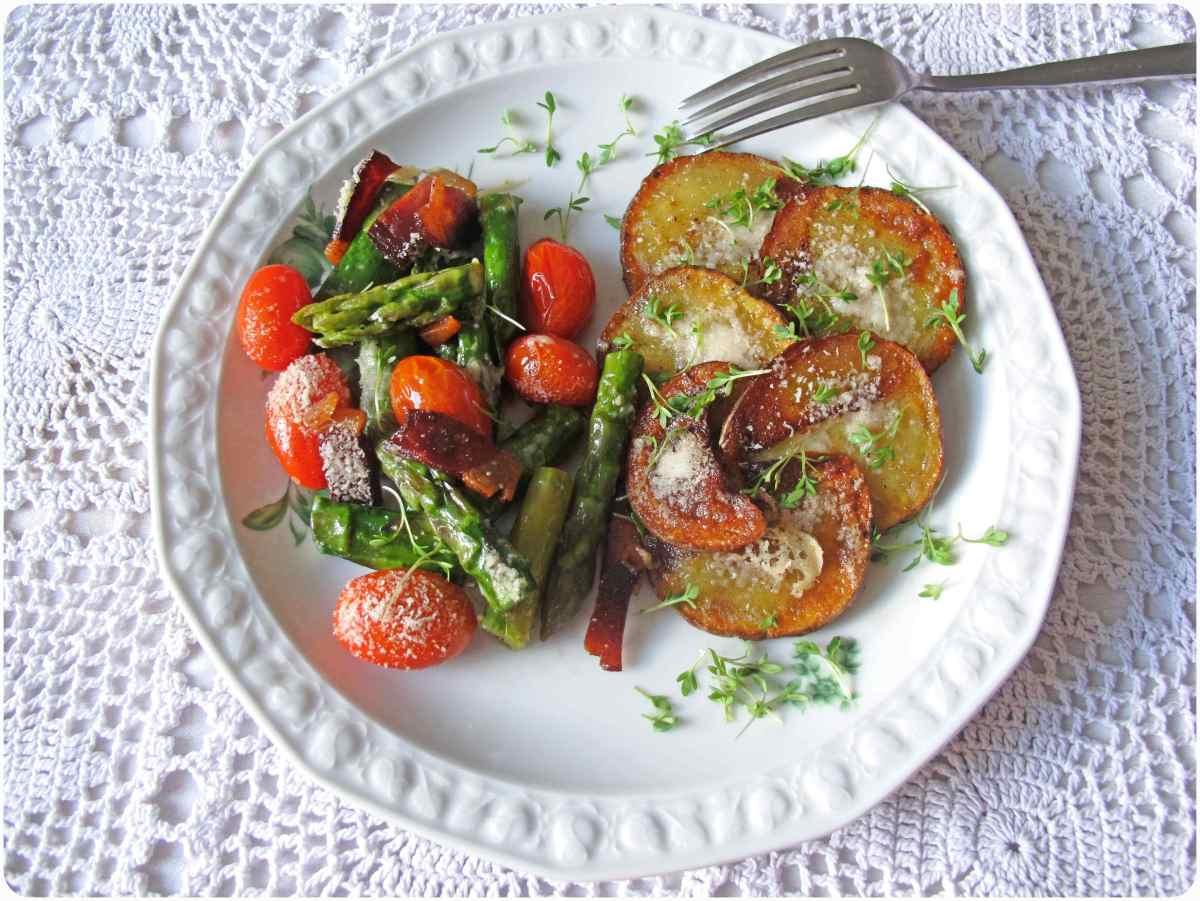 mediterrane Bratkartoffel mit Spargelgemüse