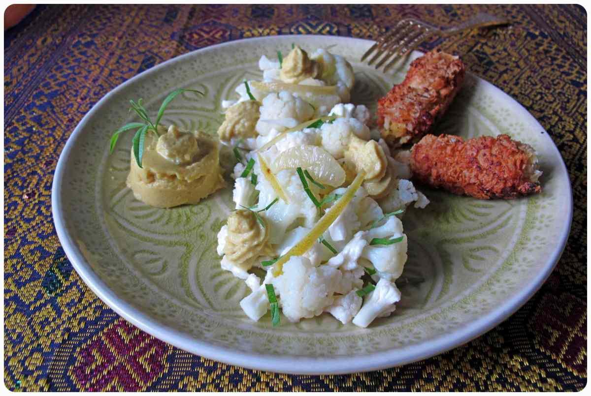 Dreierlei vom Blumenkohl - Blumenkohlgelee mit Thymian und Kurkuma, Blumenkohl-Zitronensalat mit Zitronenverbene und knusprige Blumenkohlkroketten