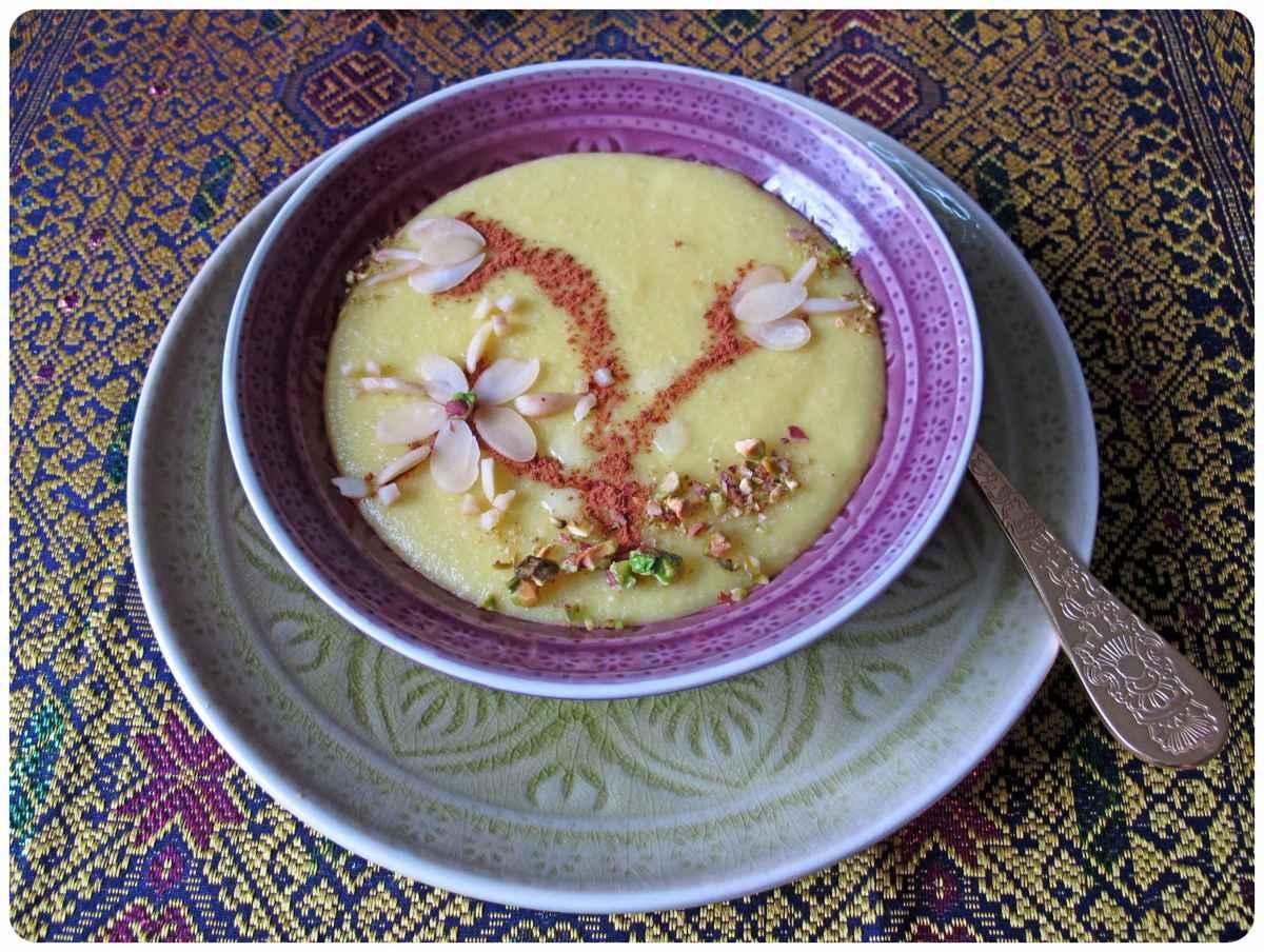 persischer Safranreispudding mit Rosenwasser und Cardamon (Sholeh Zard) - شله زرد