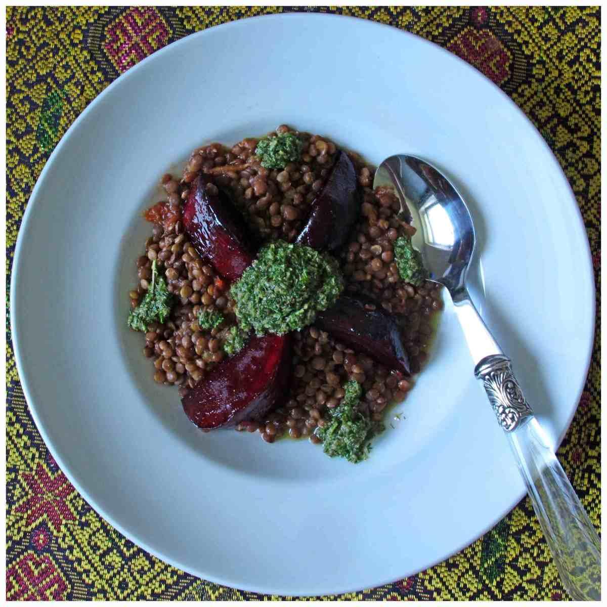 Linsen mit karamelisierten Roten Beten und einer Salsa verde