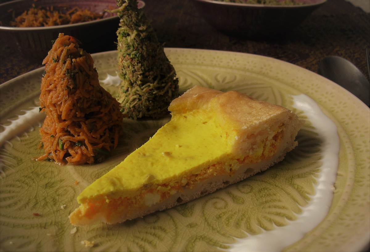 Brokkoli-Tatar Pecel, Karotten-Tatar Marrakesch und eine Brot-Quiche mit Karotten-Feta-Füllung